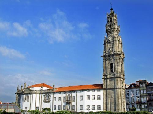 Vitoria-Igreja e Torre dos Clérigos (1) (cropped)